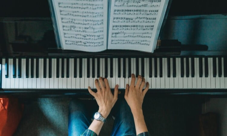 How To Read Piano Music: Ultimate Guide For Beginners