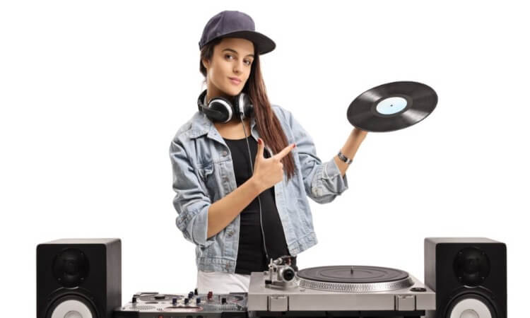 The 7 Best DJ Equipment For Beginners: Your Must-Have Gears