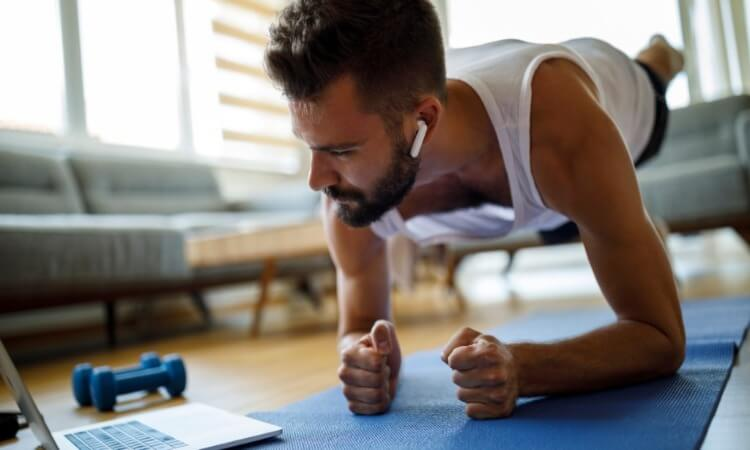 The 7 Best Headphones Or Earbuds For Working Out