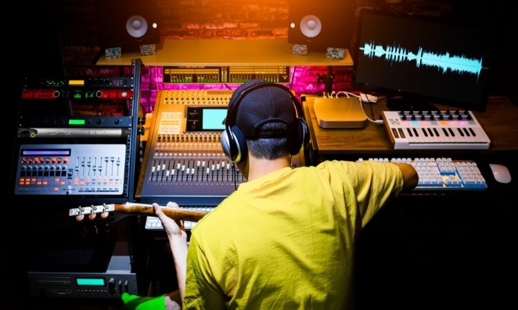 The 7 Best Music Recording Equipment For Your Home Studio