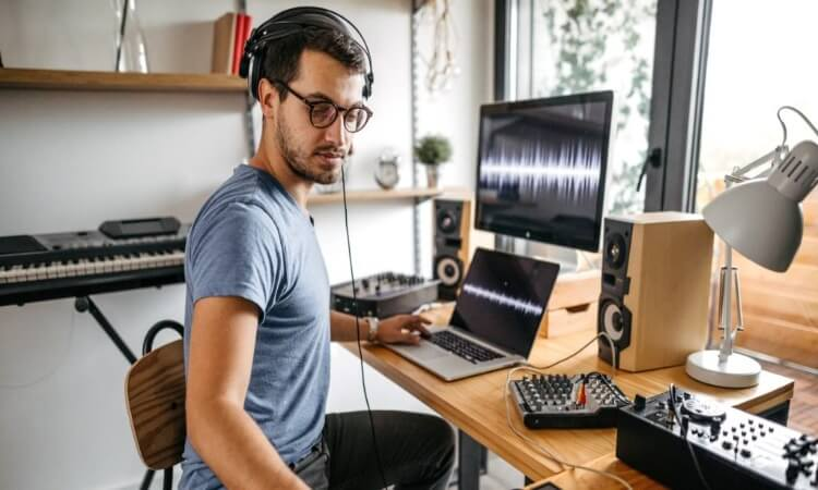 What Does An Audio Interface Do? – A Beginner's Guide